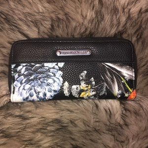 Brand New Stone Mountain wallet